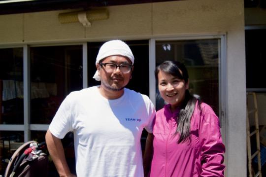 「男木島図書館」代表の福井順子さん(右)と、男木島出身、大阪よりUターンした福井大和さん(左)夫妻