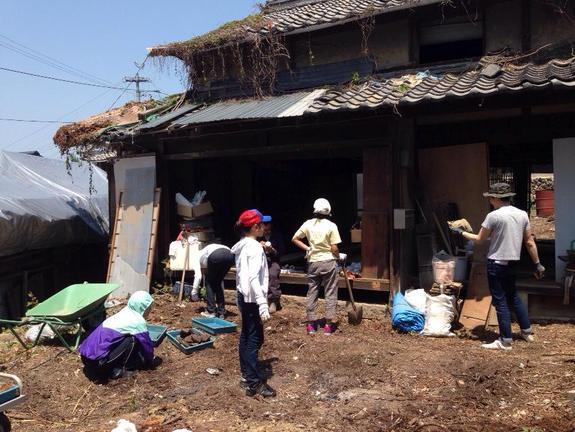 長らく空き家となっていた古民家を改修して、島で唯一の図書館に!写真: 福井順子